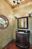 Damestoilet met rond gemaakt venster Royalty-vrije Stock Afbeelding