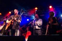Damien Dempsey met de Clew Band van de Baaipijp Royalty-vrije Stock Fotografie