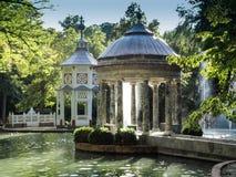 Damm av Chinescosen, som du finner i den mellersta zonen av trädgårdarna av prinsen, Aranjuez, Madrid royaltyfri fotografi
