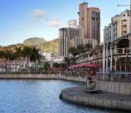 Damm bei Sonnenuntergang, Port- Louishauptstadt von Mauritius Stockfotos