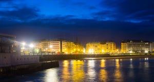 Damm der Bucht von La Concha am Herbstabend bei San Sebast Lizenzfreies Stockbild