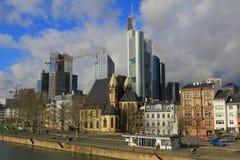Damm der Fluss-Hauptleitung frankfurt Lizenzfreie Stockfotos