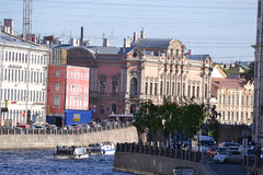 Damm des Flusskanals in St Petersburg Stockbild