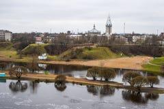 Damm des Narva-Flusses Stockfotos