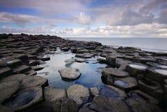 Damm des Riesen - Grenzstein von Nordirland lizenzfreies stockbild