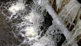 Damm en la pequeña planta local de la instalación del tratamiento de aguas residuales Negocio para clasificar y procesar de las a almacen de video