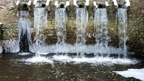 Damm en la pequeña planta local de la instalación del tratamiento de aguas residuales Negocio para clasificar y procesar de las a almacen de metraje de vídeo