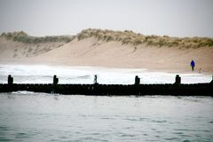 Damm im seichten Wasser stockfotografie