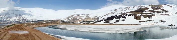 Damm med vatten arkivfoto