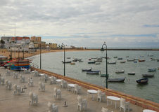 Damm, Meer, Fischerboote Cadiz, Spanien Stockfotografie