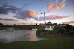 Damm och Gazebo på solnedgången Royaltyfri Bild