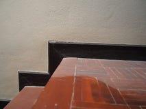 Damm spindelnät på den bruna wood trappan Royaltyfria Bilder