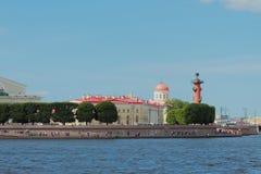 Damm, Spucken von Vasilevsky-Insel St Petersburg, Russland Lizenzfreie Stockbilder