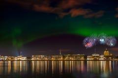 Damm in St Petersburg nachts Lizenzfreie Stockbilder