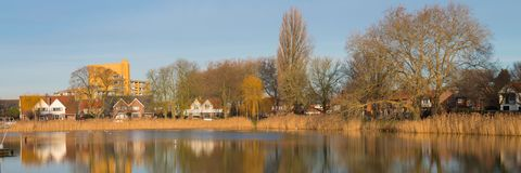 Damm Tuindorpbad i mitt av Hengelo royaltyfria bilder
