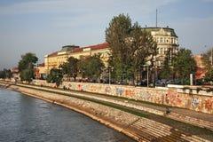 Damm von Fluss Nisava (Nishava) in Nis serbien Stockfotos