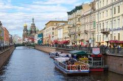 Damm von Griboyedov-Kanal, St Petersburg, Russland Stockbild