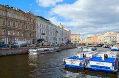 Damm von Moika-Fluss, St Petersburg, Russland Stockbild