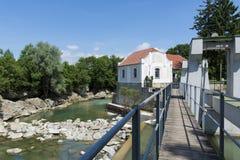 Dammbyggnad i en flod Royaltyfria Foton