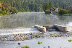 Dammbyggnad på floden Royaltyfri Foto