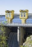 Dammbyggnaden för kontrollstation Arkivfoton