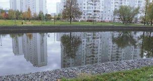 Dammet i staden parkerar lager videofilmer