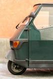 Dammig grön kabinlastsparkcykel Arkivfoton