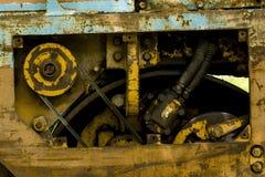 Dammiga motordelar är rostiga arkivbild