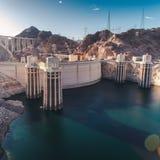 Dammsugarefördämning för solnedgång arkivbilder