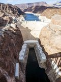 Dammsugarefördämning och sjömjöd från rutt 93, solnedgångtid - Arizona, AZ Arkivbild