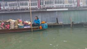 Damnoek suduak floating market. Damoek saduak floating market in thailand stock video footage