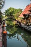 damnoen flottörhus marknadssaduak thailand royaltyfri foto