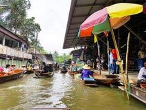 damnoen flottörhus marknadssaduak thailand Arkivfoton