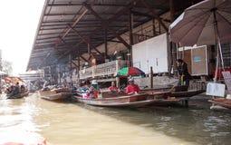 Damnoen Saduak die Marke, Thailand drijven Royalty-vrije Stock Foto's