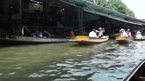 Damnoen Saduak floating market stock video
