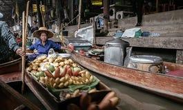 Damnoen Saduak sich hin- und herbewegender Markt Lizenzfreies Stockbild