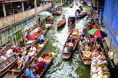 Damnoen Saduak sich hin- und herbewegender Markt Stockfotografie