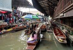 Damnoen Saduak sich hin- und herbewegender Markt stockfoto
