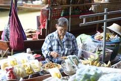 Damnoen Saduak som svävar marknaden Royaltyfria Foton