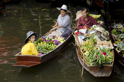 Damnoen Saduak som svävar marknaden, Thailand Royaltyfri Fotografi