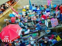 DAMNOEN SADUAK, TAILANDIA - 6 maggio 2018: Galleggiamento di Damnoen Saduak Immagine Stock Libera da Diritti