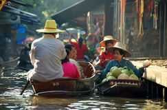 Damnoen Saduak, Thailand: Bustling Floating Market Stock Photography