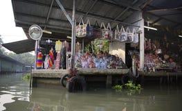 Damnoen Saduak, Thailand 19,2018 Februari: De Vlotter van Damnoensaduak Stock Foto's