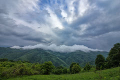 damp over de berg royalty-vrije stock fotografie