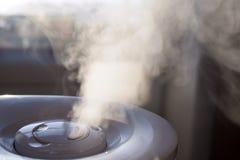 Damp van luchtbevochtiger in het ochtendlicht Royalty-vrije Stock Foto's