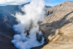 Dampen het komen uit zet Bromo, Indonesië op royalty-vrije stock foto