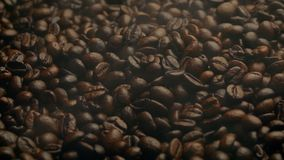 Dampf Barista Coffee Roasting With, der vorbei durchbrennt stock video footage