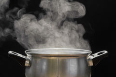 Dampf über dem Kochen des Topfes Stockbild