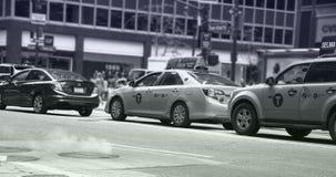 Dampf, der von den NYC-Straßen steigt stockfotografie