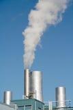 Dampf, der von einem Kontrollturm steigt Lizenzfreie Stockfotografie